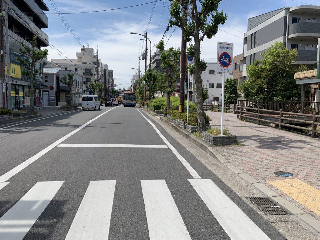 駅から物件までは明るく整備された歩道があるため安心です。