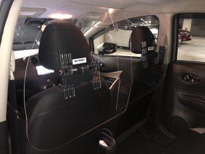 車内用飛沫ブロッカーを設置しています